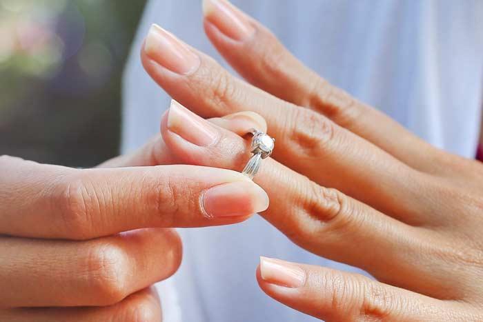 Можно ли носить обручальное кольцо по наследству