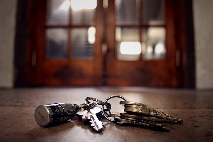 ключи от квартиры упали примета