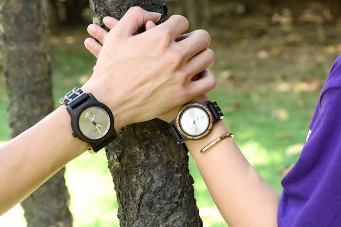 часы у двоих